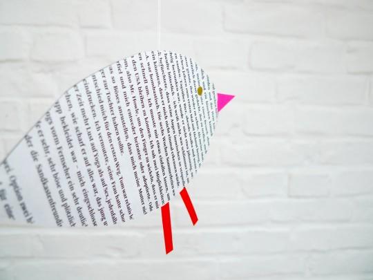 karamelo Vogel aus Papier gebastelt für die Nido