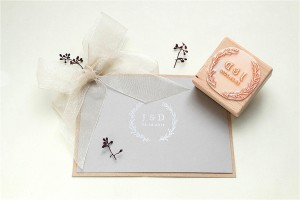 Hochzeits-Stempel Initialen studiokaramelo | custom made wedding rubber stamp