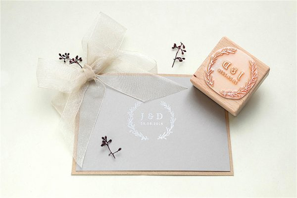 Hochzeits-Stempel Initialen studiokaramelo   custom made wedding rubber stamp