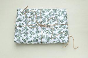 florales Geschenkpapier Konifere   florale wrapping paper christmas   STUDIO KARAMELO
