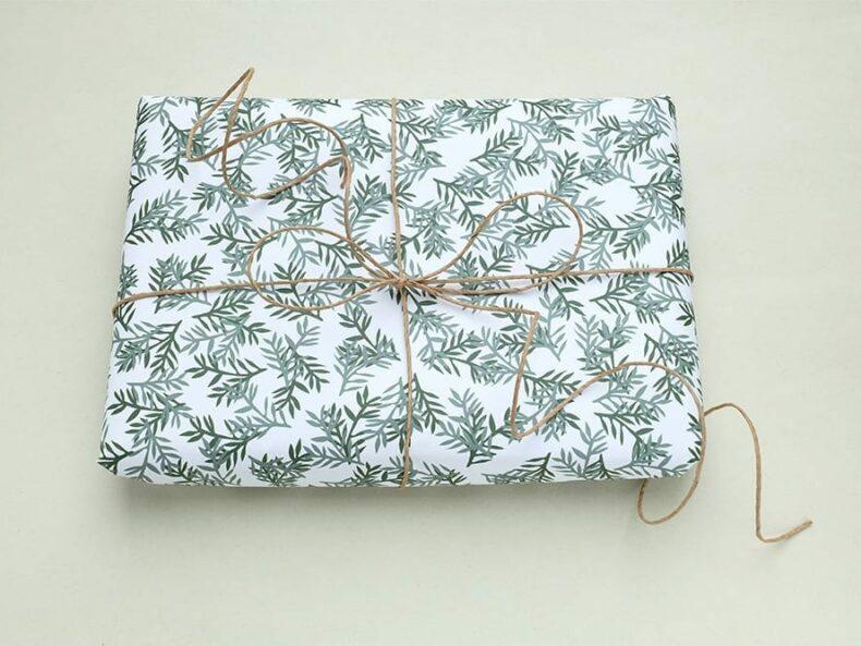 florales Geschenkpapier Konifere | florale wrapping paper christmas | STUDIO KARAMELO