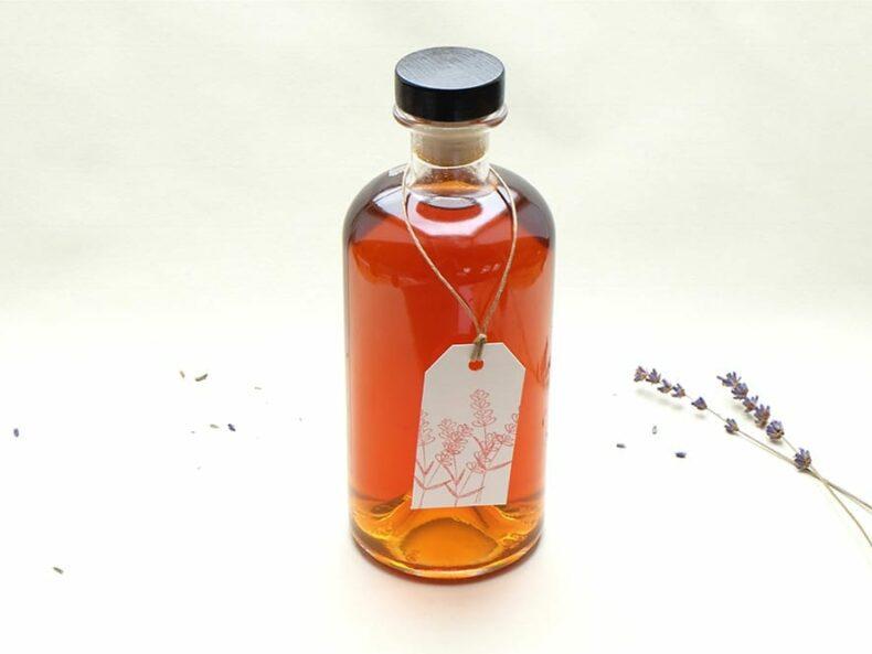 Lavendel Likoer selbstgemacht | ansetzen | STUDIO KARAMELO | lavender liqueur homemade