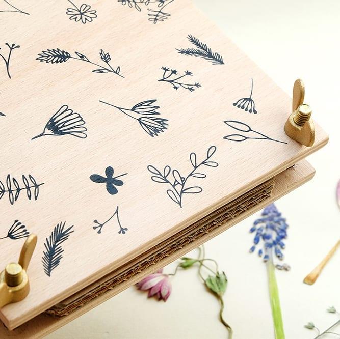 Blumenpresse, Pflanzenpresse | STUDIO KARAMELO