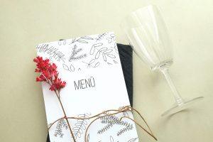 Menuekarte floral   Hochzeitspapeterie   STUDIO KARAMELO   Blaetter und Zweige   Menü