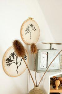 DIY gepresste Blumen im Stickrahmen   STUDIO KARAMELO   Pressed Flowers in tambour frame