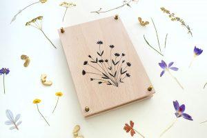 Blumenpresse   STUDIO KARAMELO   wooden flower press