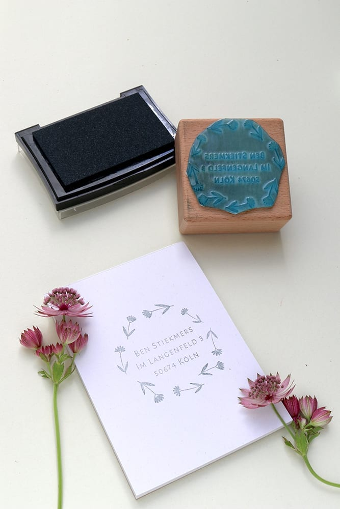Adressstempel mit Wiesenblumen | STUDIO KARAMELO | custom address stamp