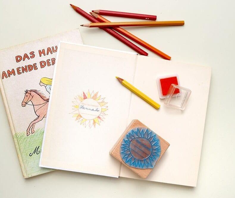 Ex Libris Stempel für Kinder zur Einschulung | STUDIO KARAMELO