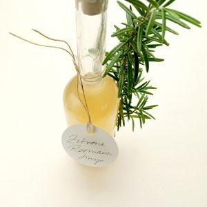 Zitronen-Rosmarin-Sirup selbstgemacht | STUDIO KARAMELO | lemon rosemary sirup