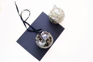 Last Minute Geschenk DIY Christbaumkugel bemalen floral | STUDIOKARAMELO