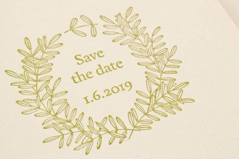 Save the Date Stempel, floraler Kranz, Hochzeitsstempel | STUDIO KARAMELO