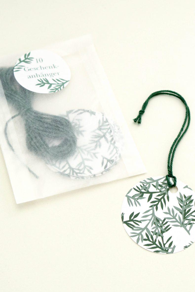Florale Geschenkanhänger aus Recyclingpapier, grün | STUDIO KARAMELO