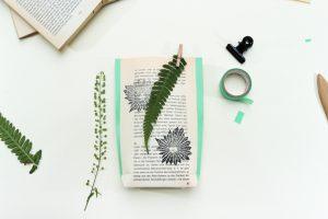 Anleitung DIY, Geschenktueten falten und stempeln, kreatives Gestalten mit gepressten Blumen | STUDIO KARAMELO