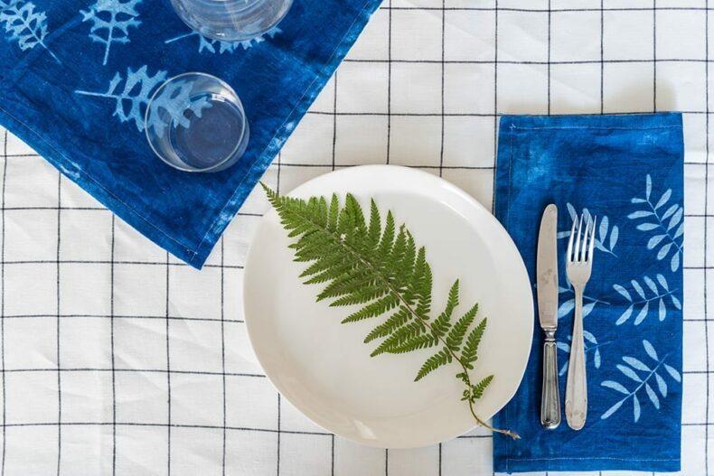 Blaudruck auf Servietten |Veilchen, Farn & Ringelblumen – Gestalten mit gepressten PFlanzen, Verlag freies Geistesleben, Kathrin Bender