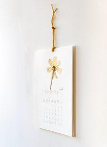 Floraler Wandkalender, Vorlagen Download, kreatives Gestalten mit gepressten Blumen | STUDIO KARAMELO