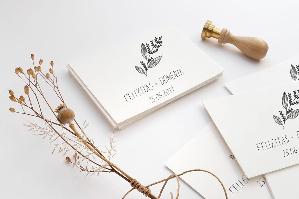 Individuelle Hochzeitseinladungen auf Büttenpapier floral | STUDIOKARAMELO
