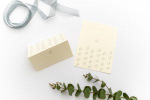 Florale Tischkärtchen JASMIN – Hochzeitspapeterie Recyclingpapier