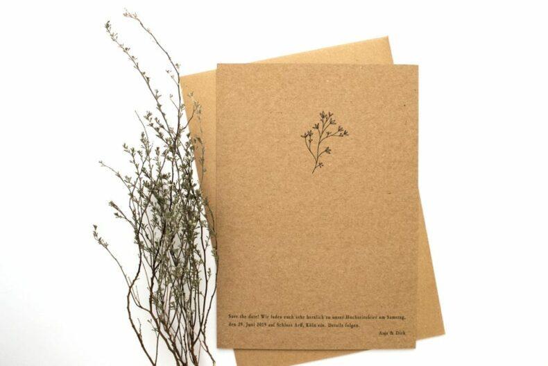 Thymian – Green Wedding, Hochzeitspapeterie mit Zweig auf Kraftpapier   STUDIO KARAMELO
