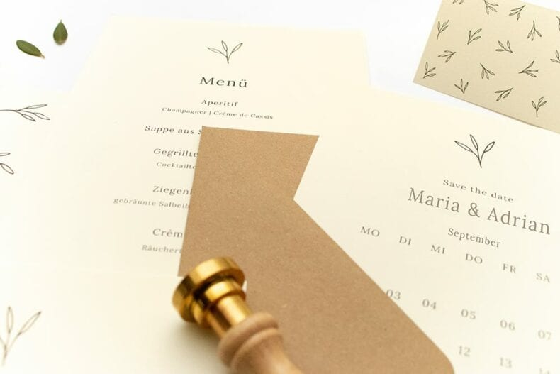 Floral gemusterte Hochzeitseinladung OLIVE – Hochzeitspapeterie Recyclingpapier