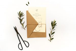 Floral gemusterte Save the Date Karte OLIVE – Hochzeitspapeterie Recyclingpapier