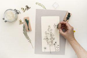 Klemmbrett DIY mit gepressten Pflanzen und Stempeln | STUDIO KARAMELO