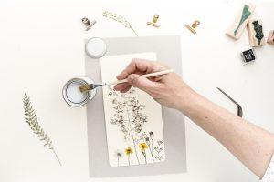 Klemmbrett DIY mit gepressten Pflanzen, Anleitung, Lackieren | STUDIO KARAMELO