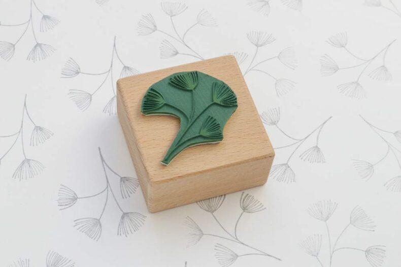 Holzstempel Lärche, Lärchenzweig, Pflanzenstempel, floraler Stempel | STUDIO KARAMELO
