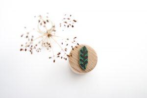 Stempel Zweig mit Blättern, Ministempel, floraler Stempel | STUDIO KARAMELO