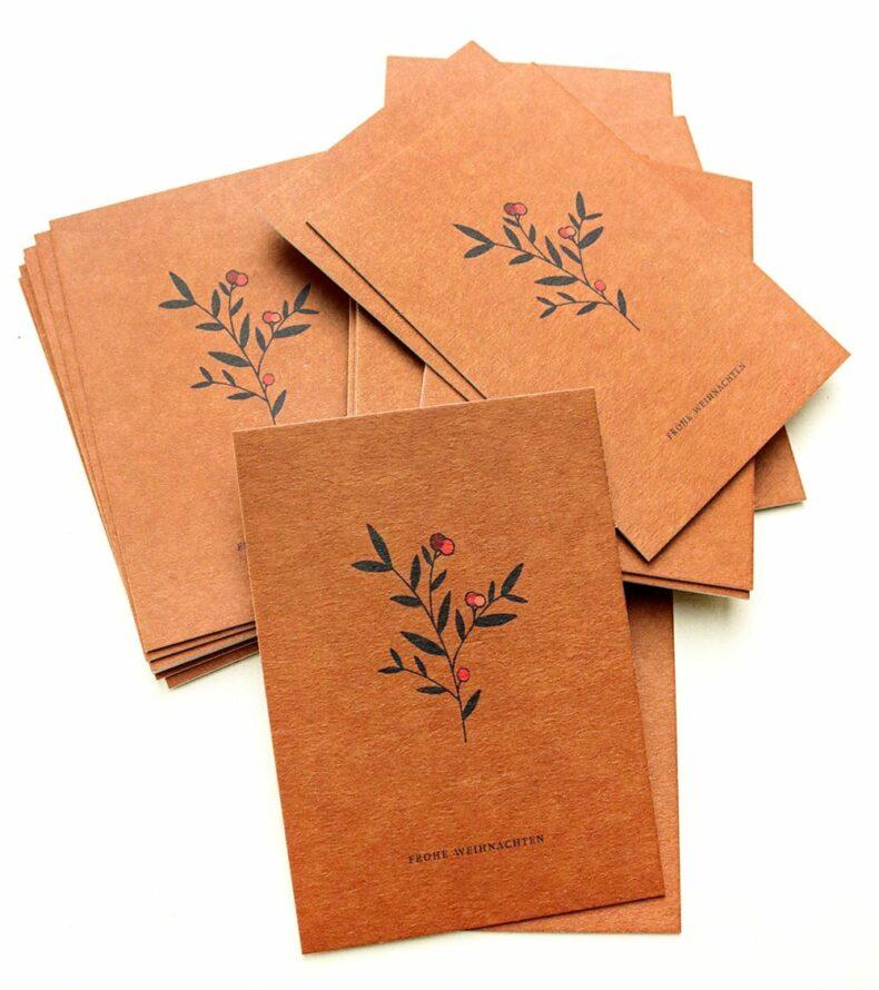 Weihnachtskarte Frohe Weihnachten Pappe, Zweig mit Beeren, florale Weihnachtskarte