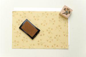 Weihnachtliche Papiertüten falten & stempeln, Weihnachtsstempel | STUDIO KARAMELO