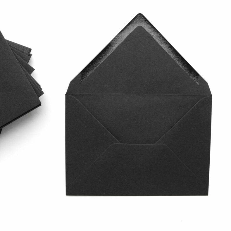 Kuverts für Trauerkarten & Beileidsbekundungen aus schwarzem Recycling Kraftpapier | STUDIO KARAMELO
