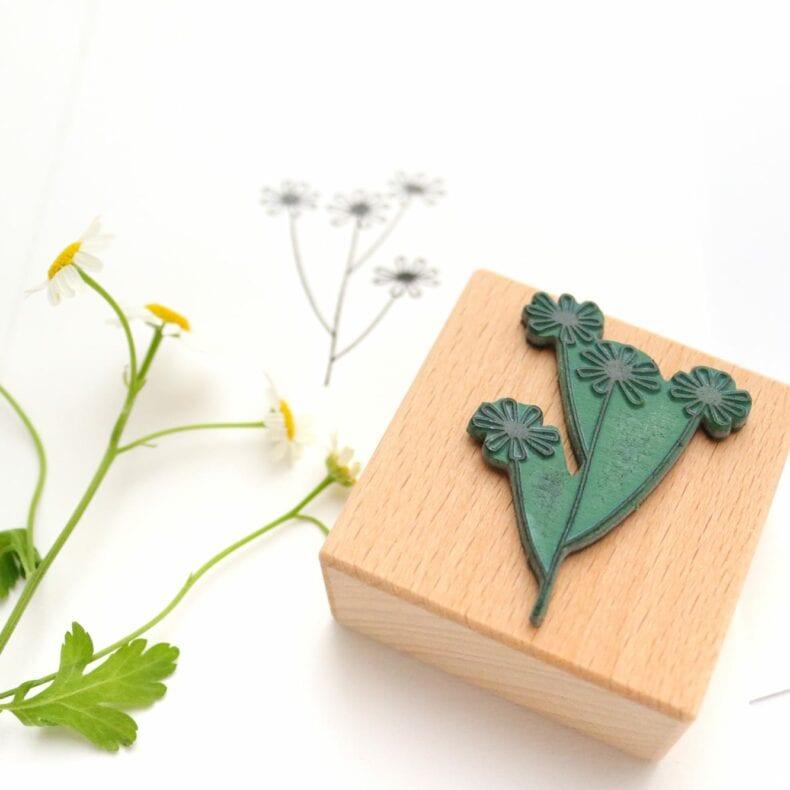 Stempel Kamille, Umweltfreundlicher Stempel aus Buchenholz Motiv Kamille | STUDIO KARAMELO