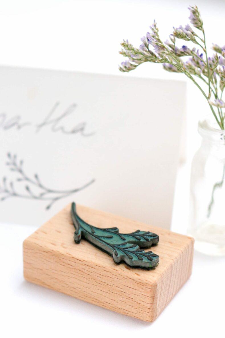 Stempel für Tischkärtchen, Stempel Zweig mit Knospen | STUDIO KARAMELO