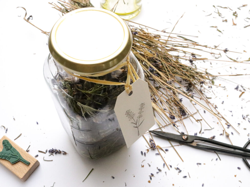 Lavendelöl ansetzen als entspanndes Massageöl
