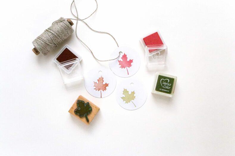 Stempel Ahornblatt in verschiedenen Tönen gestempelt mit Mini Stempelkissen von VersaColor