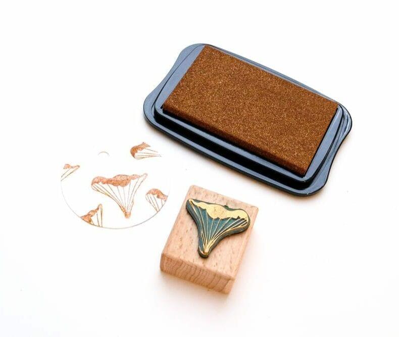 Mini Stempel Pfifferling in kupfer gestempelt auf runde Geschenkanhänger