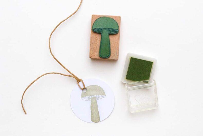 Stempel Pilz, gestempelt auf runde Geschenkanhänger