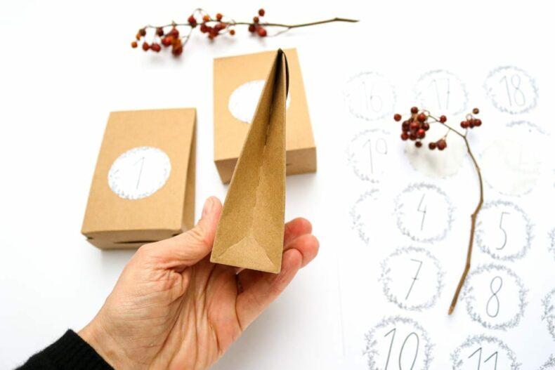 DIY Adventskalender mit 24 Schachteln aus Kraftpapier Anleitung