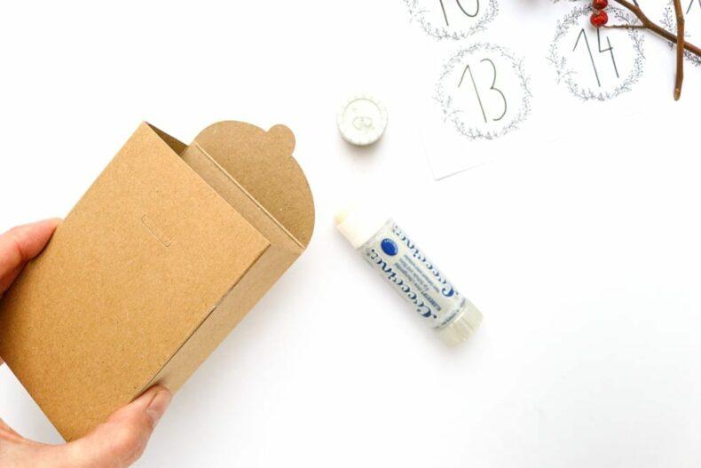 DIY Adventskalender mit 24 Schachteln aus Kraftpapier