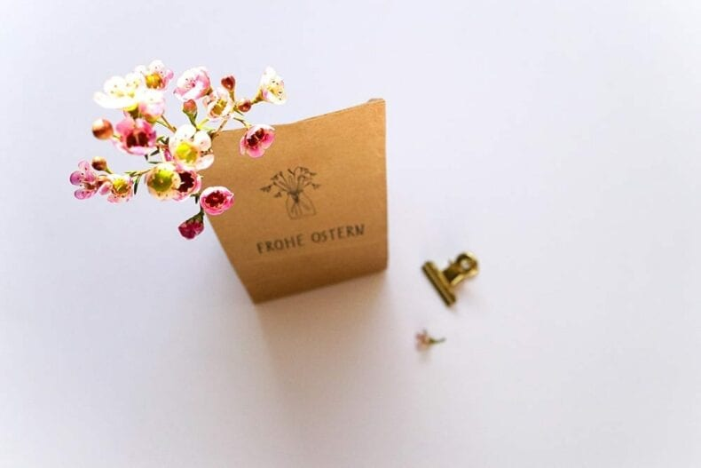 Kleinigkeiten verschenken - Osterglocke in Geschenktüte, schöner verpacken STUDIO KARAMELO