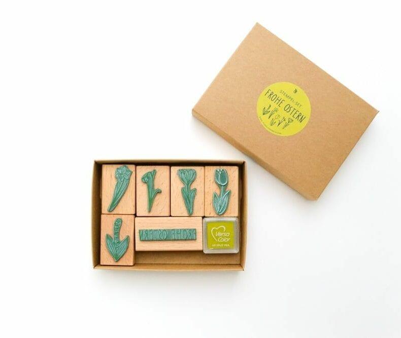 Osterstempel – Stempel Set Frohe Ostern mit Stempelkissen und Frühblüher Stempel von STUDIO KARAMELO