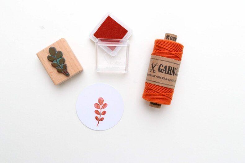 Stempel Robinie mit Bäckergarn terrakotta - botanische Stempel von STUDIO KARAMELO
